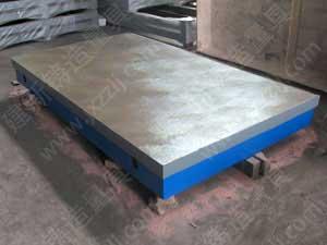 划线平板用途:用于机械、发动机的动力实验,设备调试,具有较好的平面稳定性和韧性,表面带有T型槽,可以用来固定实验设备。