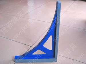 直角尺按GB6092-85标准制造,材料HT200-250,主要用于工件直角的检验和划线,在安装和调修设备时,检验零件或部件有关表面的垂直度。,